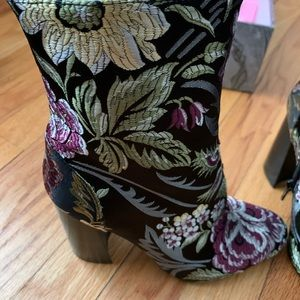 Beautiful nwt Jeffery Campbell boots ( in box)